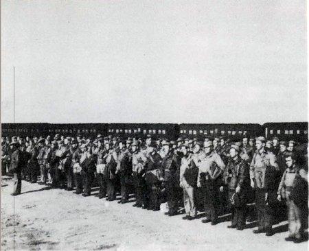 Ground Echelon Entrains for Seattle 18 November 1944